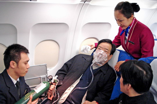 南航紧急救助肺气肿旅客 三地空管一路绿灯