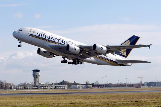 图:喷有新加坡航空公司涂装的空中客车A380飞机.民航资源网资料