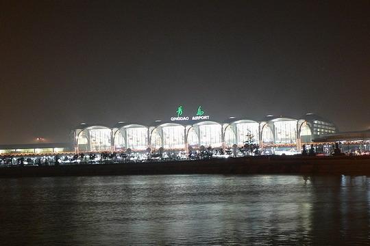 图:青岛流亭国际机场夜景.