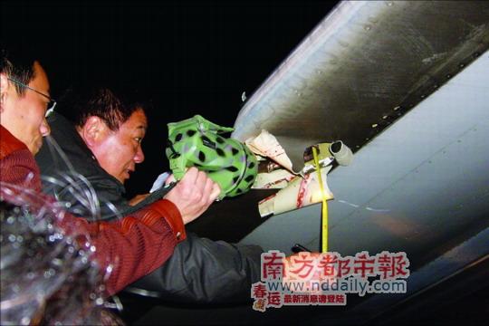 越航客机在广州白云国际机场起飞前撞上电杆