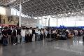 全国哀悼日杭州萧山机场数千名旅客伫立默哀
