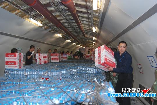 东航甘肃全力保障上海救灾物资运往陇南灾区