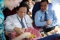 中国国民党大陆访问团搭乘东航班机抵达上海