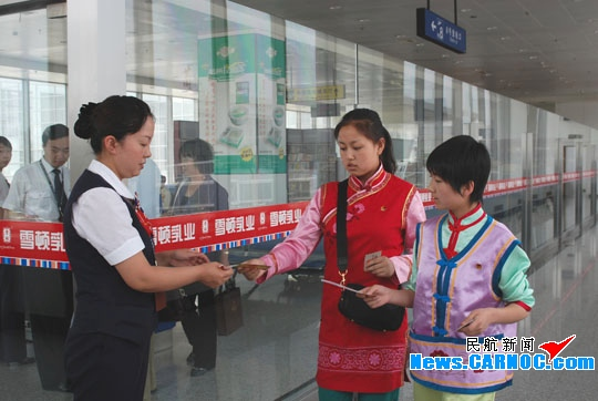 东航甘肃分公司保障共青团十六大代表团赴京