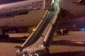 南航客机应急滑梯被放出 事故原因正在调查