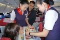 东航北京至上海航班开展民间收藏品展示活动