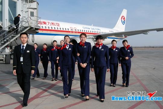 东航甘肃分公司客舱服务部又添18名新乘务员