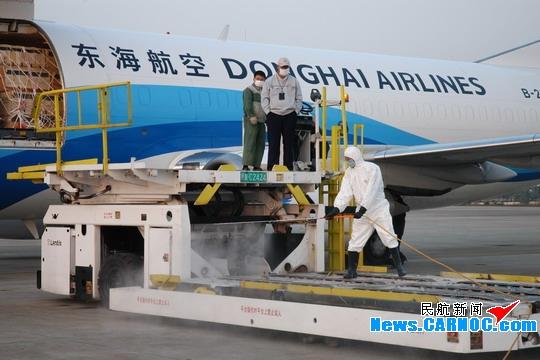 东海航空承运2000只食蟹猴顺利降落美兰机场