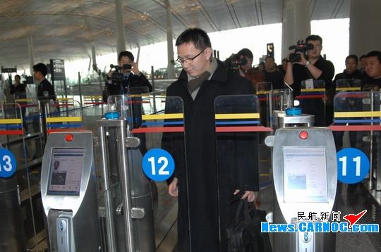 首都机场三号航站楼启用出入境自助查验系统