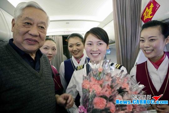 """南航深圳分公司""""木棉""""乘务组教你美丽过节"""