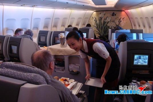 国航客舱服务部完成维也纳爱乐乐团包机任务
