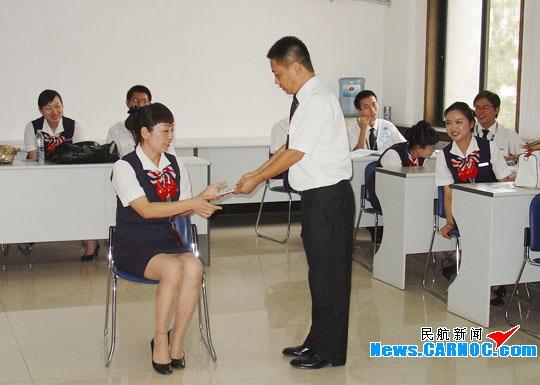 东航甘肃培训中心举办地面人员服务礼仪培训