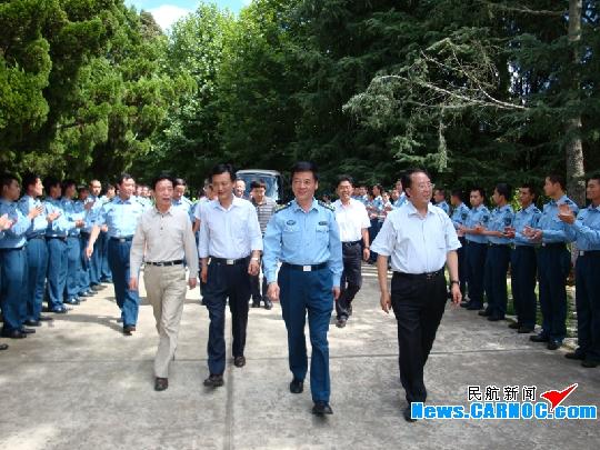 """云南机场集团与空军昆明指挥所共庆""""八一"""""""