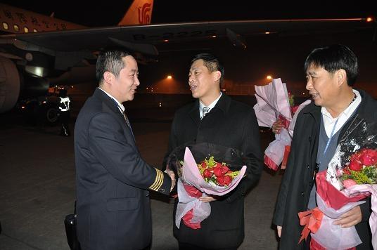 国航浙江领导迎接09年最后一趟航班机组凯旋