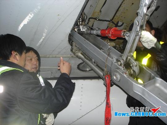 东航北京维修部以老带新完成B-6399排故工作