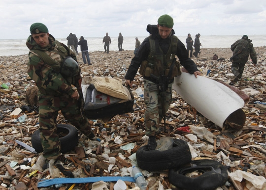埃航客机坠海找到20多具遗体 飞机或曾爆炸