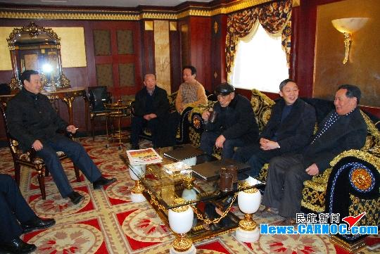 东航巴胜基书记春节前赴东航甘肃分公司慰问