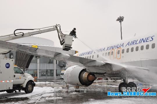图片 3月8日北京机场大雪 海航保障航班顺利出