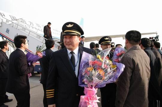南航北方分公司总经理成功试飞鞍山腾螯机场