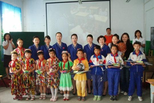南航新疆客舱部乘务员与贫困孩子的美丽之约