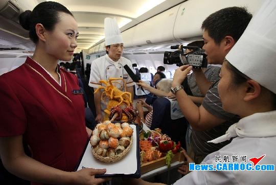 中华美食登上南航世博航班 乘客过足海鲜瘾