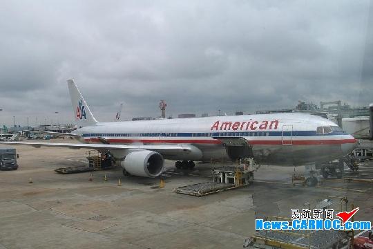 图1:美国航空公司波音767-300型飞机。民航资源网资料图片,摄影:民航资源网网友D--Lee   据中央社报道,美国航空公司(American Airlines, Inc.)及飞机制造商波音公司(Boeing Co.)说,他们在2架波音767-300客机将发动机固定于机翼的支架上发现裂痕。   由于担心这个问题可能会出现在其它同型客机上,波音表示,他们打算建议航空公司更频繁地检查这部份机体。波音原本的建议是每起降1500次,要进行1次检查。   波音公司发言人康提说:这是安全问题。我们说