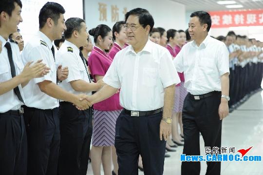 南航集团总经理司献民酷暑慰问北京一线员工