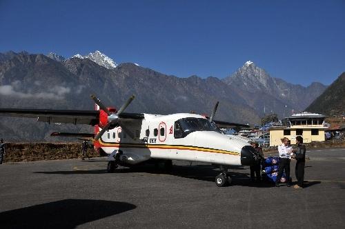 尼泊尔一架载18人的飞机坠毁 造成14人死亡