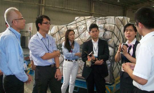 青岛松下电子一行参观考察青岛机场国际货运
