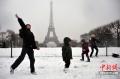 巴黎大雪埃菲尔铁塔与机场关闭 百航班延误