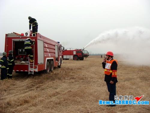 南阳机场14日下午成功开展应急救援综合演练