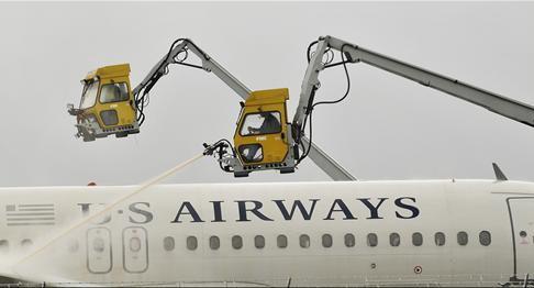 持续关注:美国暴风雪已造成约一万航班取消