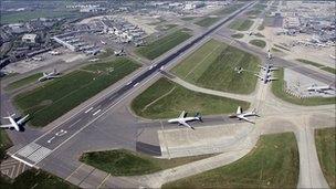 伦敦机场扩建计划:市长与英国政府意见不合