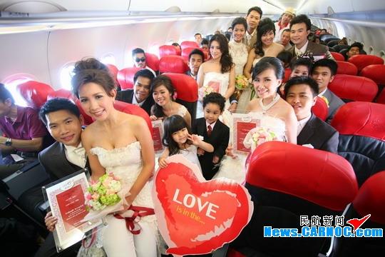 亚洲航空举办机上空中集体婚礼 欢度情人节