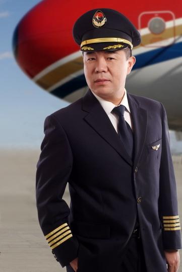 豪情共银燕齐飞:记东航河北分公司机长史冰