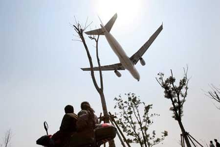 地面滑行油耗巨大 多跑道機場就近起降難在哪?