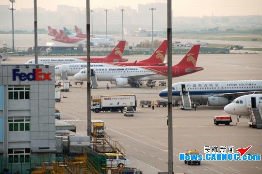 """深圳宝安国际机场获评""""年度最佳货运机场"""""""