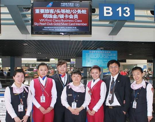 青岛机场配合南航启用高端旅客柜台获得赞扬