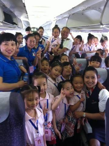 东航甘肃客舱部运送24名幼儿园孩子赴京演出