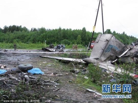 俄客机迫降事故致40死8重伤 飞机黑匣子找到