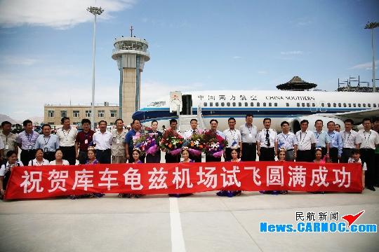 南航波音737-800飛機圓滿完成庫車機場試飛