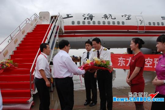 东航波音757飞机首航兰州仪式在中川机场举行