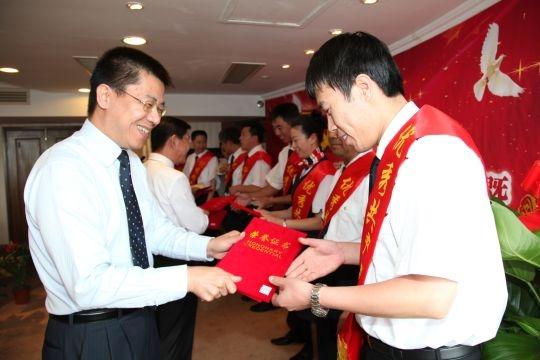 东航山东青岛陈绍彦机长获优秀共产党员称号