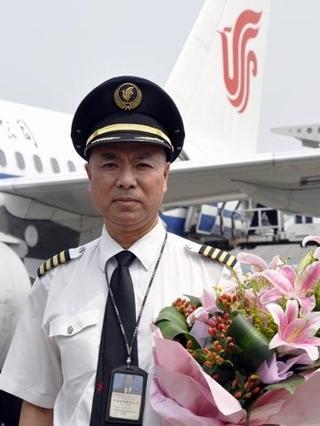 安全飞行42周年 国航飞行员张文辉光荣退休