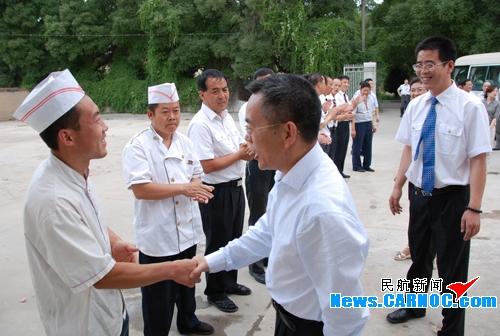 东航总经理马须伦一行赴甘肃分公司慰问调研