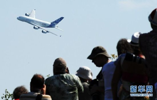 第十届莫斯科航展开幕 40个国家上演争霸赛