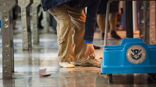未来安检望不再脱鞋v社会目前社会尚不可行图片抽烟头像技术女生图片