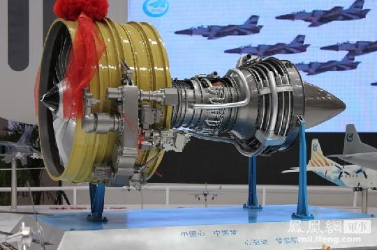 """图1:大型商用发动机""""长江""""1000a模型.摄影:齐越"""