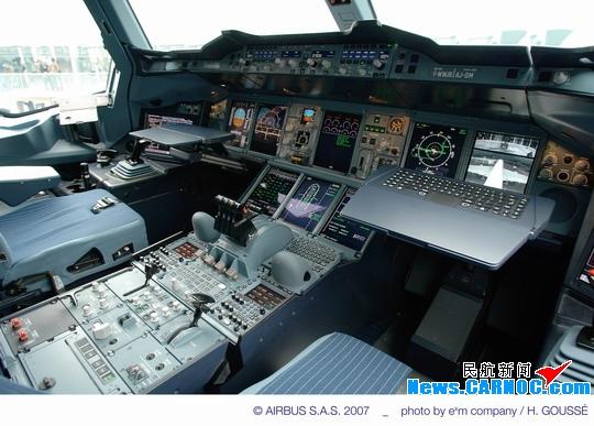 空客a380飞机驾驶舱图片