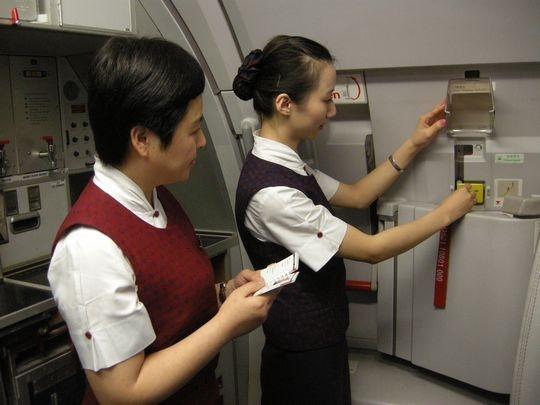 国航西南客舱服务部提前布局 确保岁末安全